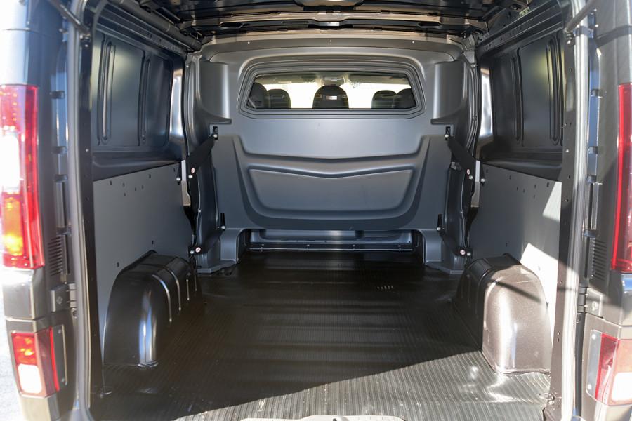2019 Renault Trafic L2H1 Crew Van Mobile Image 8