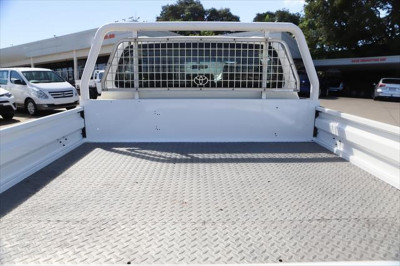 2017 Toyota HiLux GUN126R SR Cab chassis Image 5