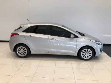 2016 Hyundai i30 GD3 Series II Active Hatchback Image 2