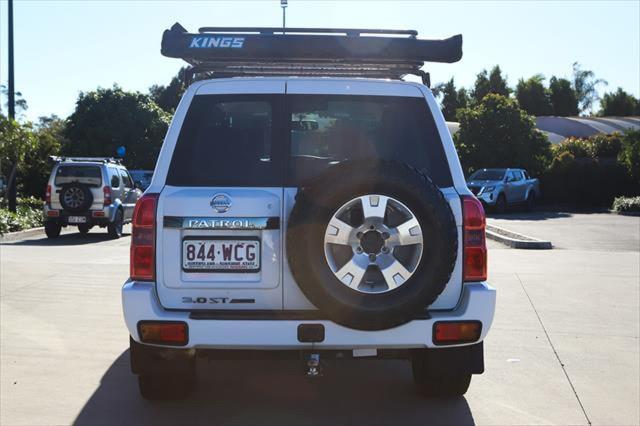 2015 Nissan Patrol Y61 ST N-TREK Suv Image 4