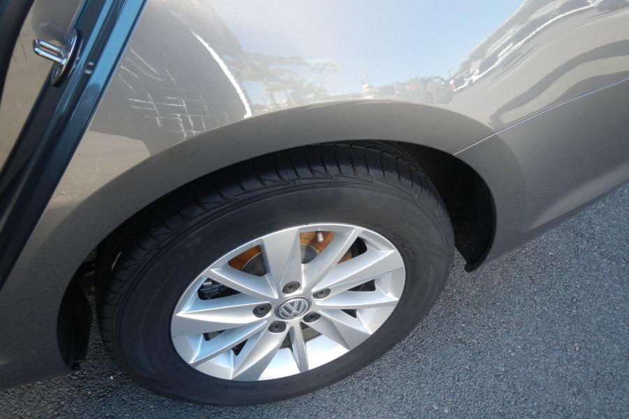 2016 Volkswagen Golf 7 92TSI Wagon Image 17