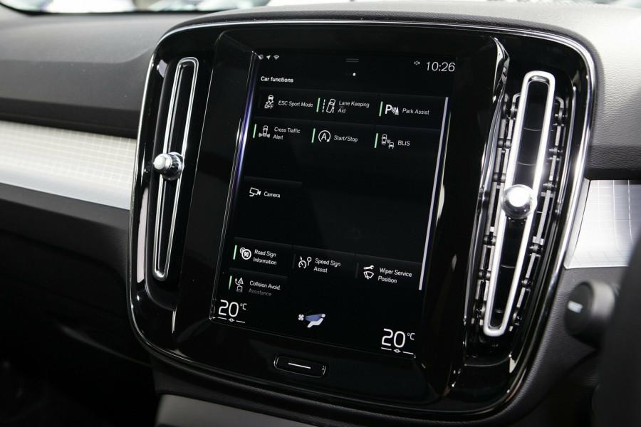 2019 Volvo XC40 XZ MY19 T4 Momentum Suv Mobile Image 15