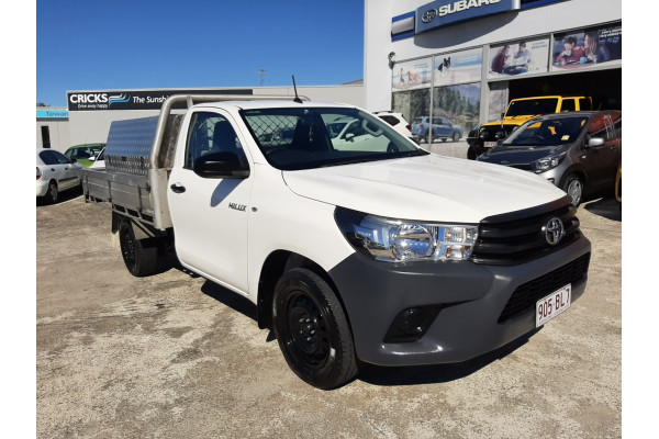 2017 Toyota HiLux Cab chassis Image 3