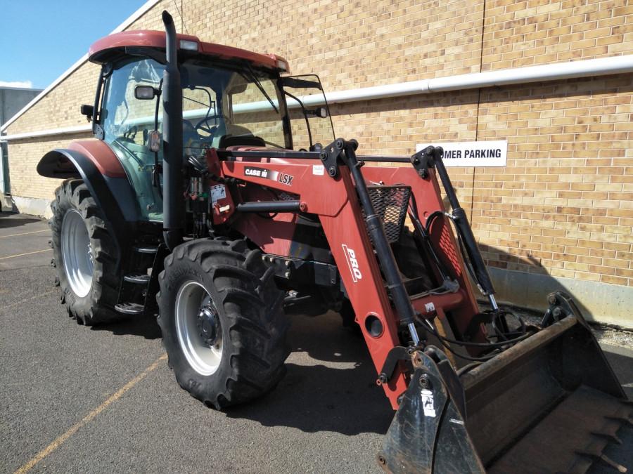 Case IH MXU 100 PRO Tractor crawler Image 1