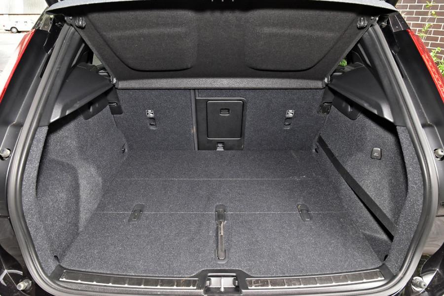 2020 Volvo XC40 XZ T5 R-Design Suv Mobile Image 11