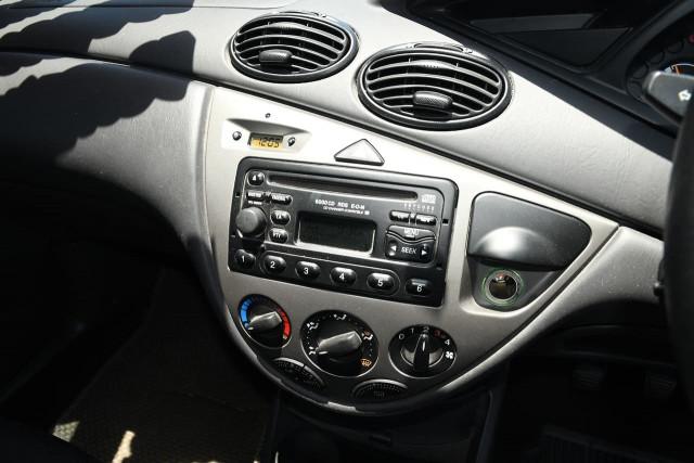 2003 Ford Focus LR MY03 LX Sedan Image 12