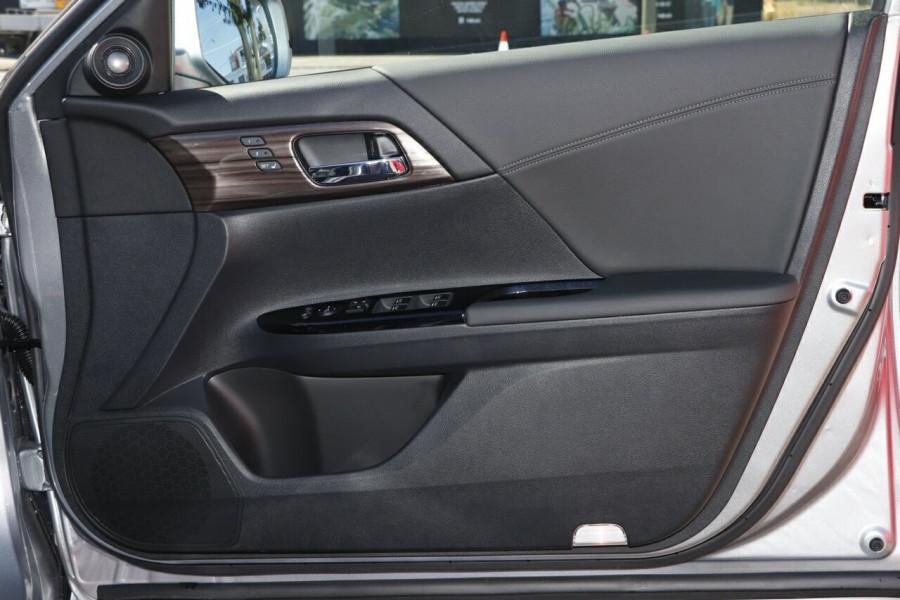 2018 MY16 Honda Accord 9th Gen V6L Sedan
