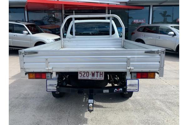 2016 Mitsubishi Triton Cab chassis Image 4