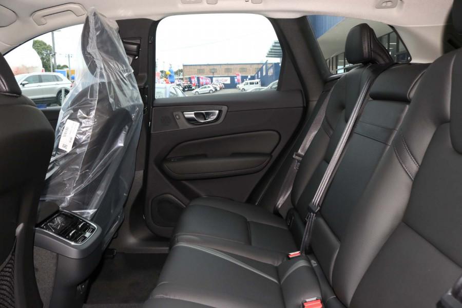 2021 Volvo XC60 UZ D4 Momentum Suv Image 10