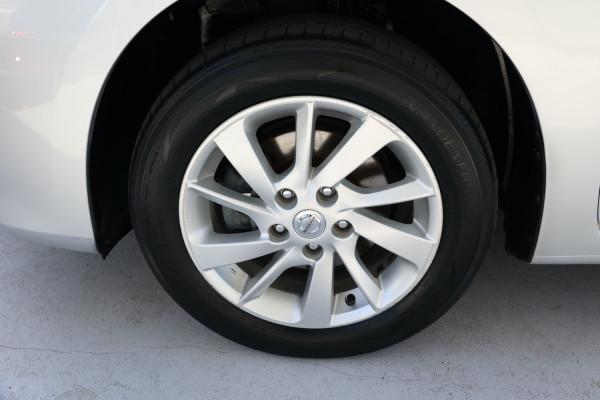 2013 Nissan Pulsar B17 ST Sedan Image 5