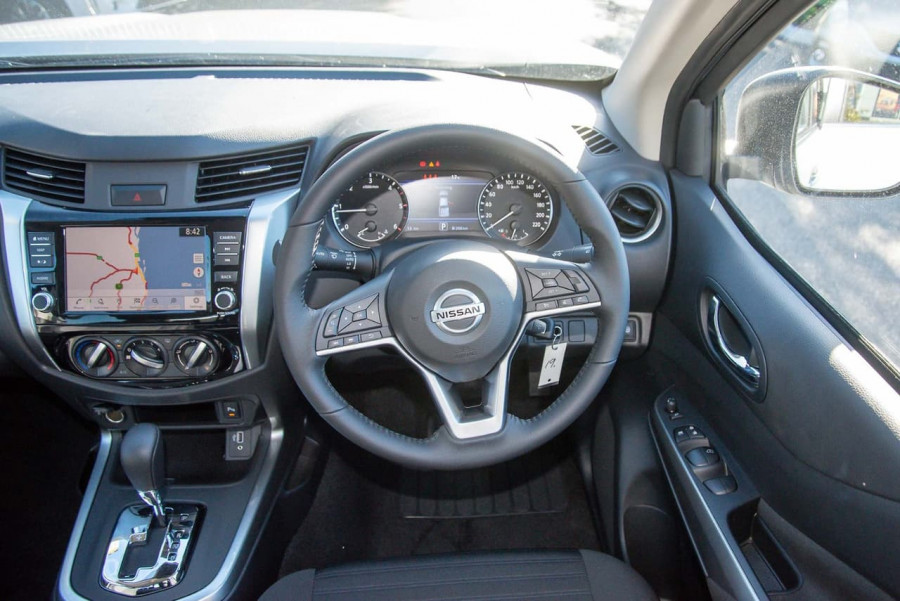 2021 Nissan Navara D23 Dual Cab ST Pick Up 4x2 Utility Image 9