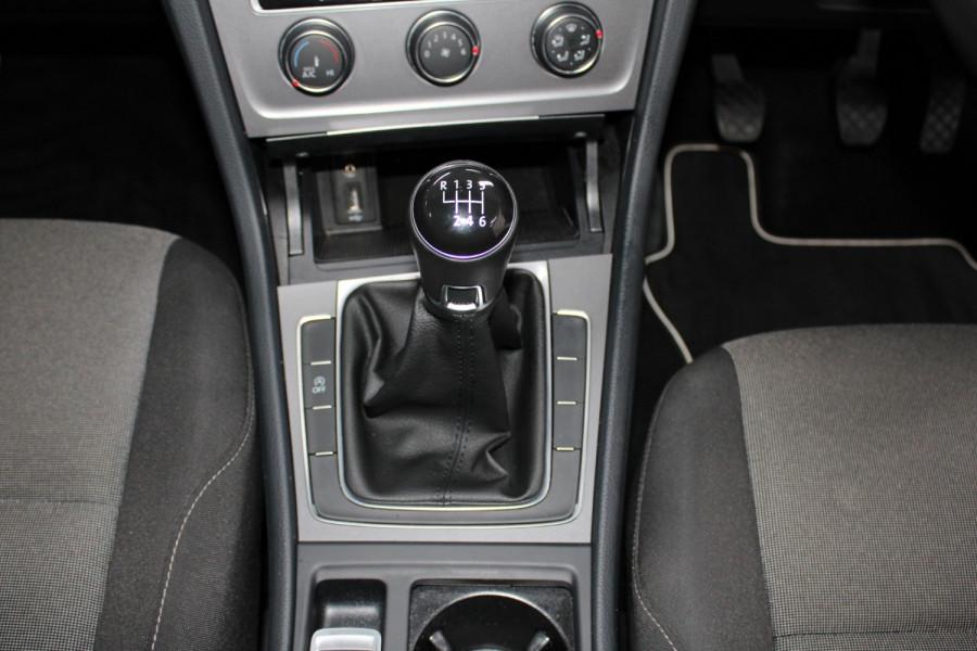 2015 Volkswagen Golf VII  90TSI Hatchback Image 13