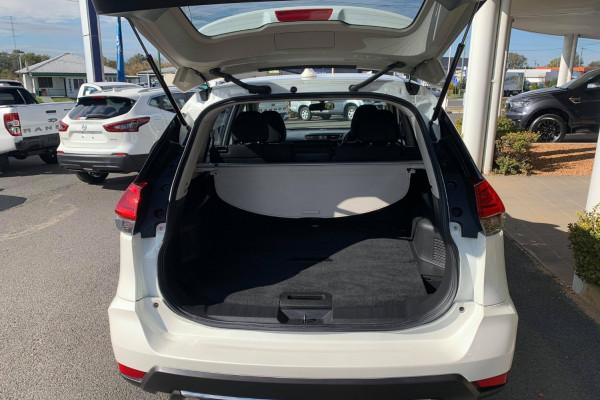 2017 Nissa X-Trail T32 ST Wagon Mobile Image 5