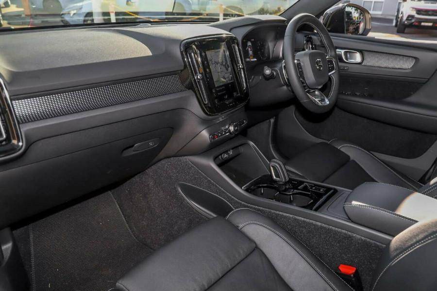2020 Volvo XC40 T5 R-Design Suv Mobile Image 7