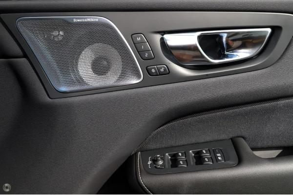 2020 MY21 Volvo XC60 UZ Recharge Suv Image 2