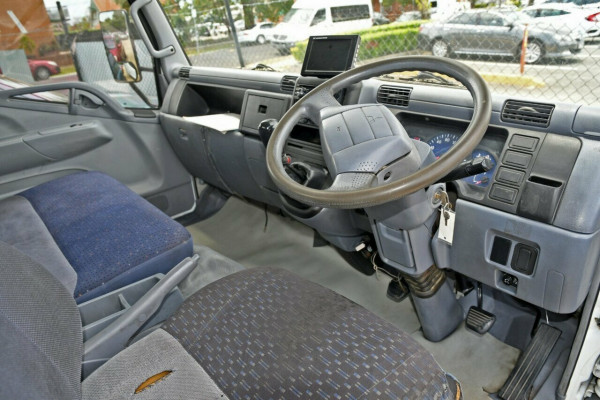 2007 Mitsubishi Canter FE659F6 Cab chassis Image 4