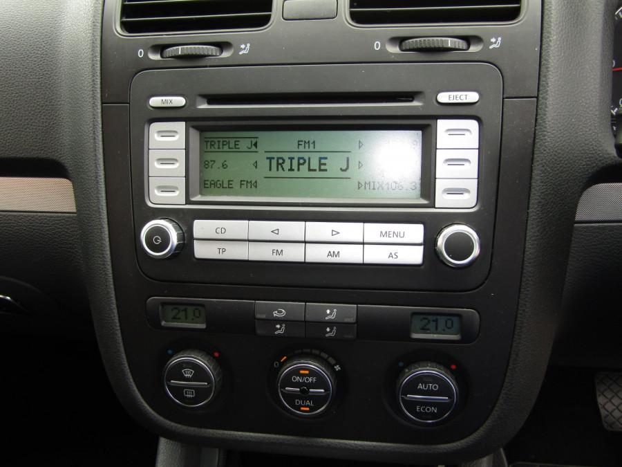 2007 Volkswagen Jetta 1KM  TDI Sedan Image 24