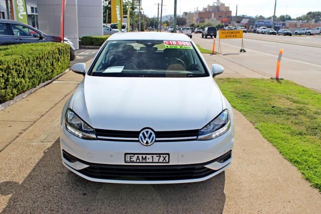 2017 Volkswagen Golf 7.5  110TSI 110TSI - Trendline Hatchback Image 3