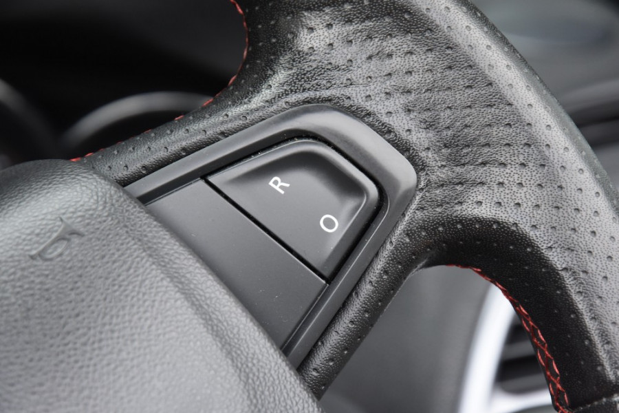2015 Renault Megane III E95 Phase 2 GT-Line Convertible Image 12