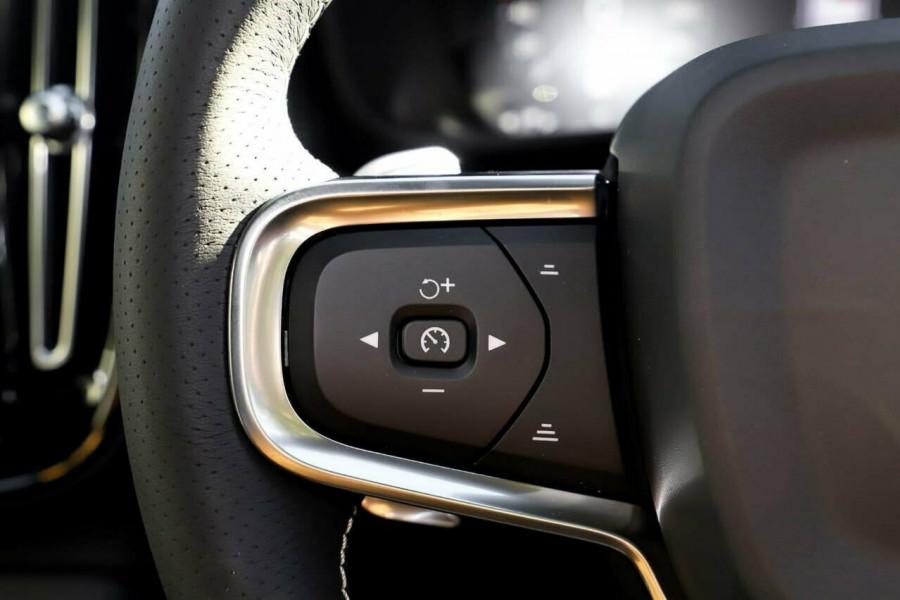 2020 Volvo XC40 T5 R-Design Suv Mobile Image 16