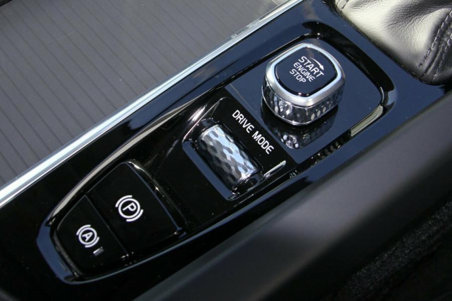 2019 MY20 Volvo XC60 UZ D4 Momentum Suv Image 15