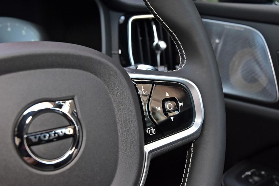 2020 Volvo V60 T5 R-Design T5 R-Design Wagon Mobile Image 22
