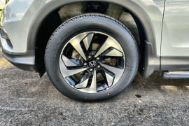 2016 MY17 Honda CR-V Vehicle Description. RM  II MY17 LTD EDIT. WAG SA 5SP 2.4I Limited Edition Suv Image 2