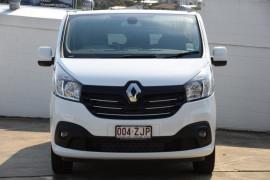 2019 Renault Trafic L2H1 Crew Van Image 2