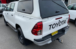 2017 Toyota HiLux GUN126R Turbo SR 4x4 double cab Image 5