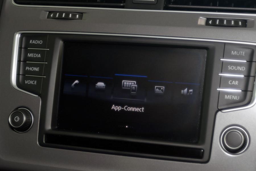 2017 Volkswagen Golf 7 92TSI Hatchback Mobile Image 15