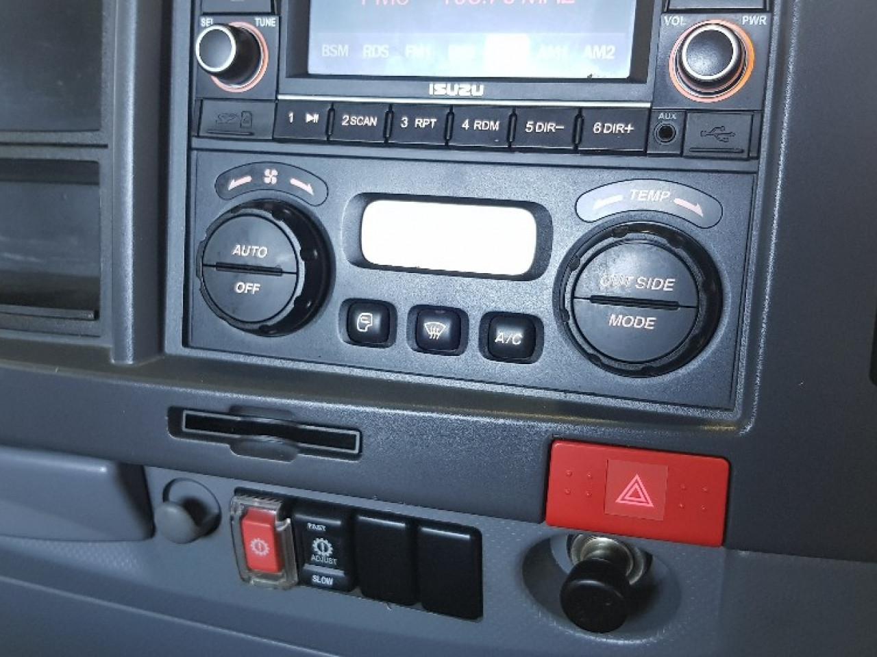 2011 Isuzu NPR 300 MWB AMT