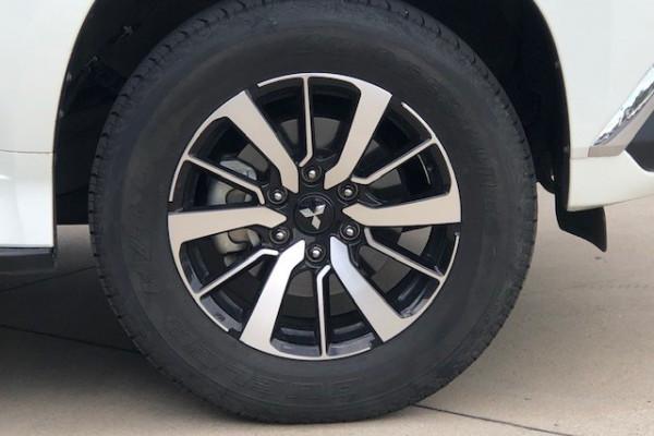 2017 Mitsubishi Pajero Sport QE Exceed Suv Image 3