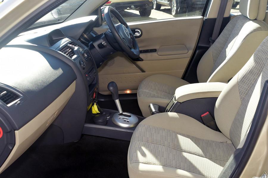2006 Renault Megane II L84 Expression Sedan Mobile Image 9