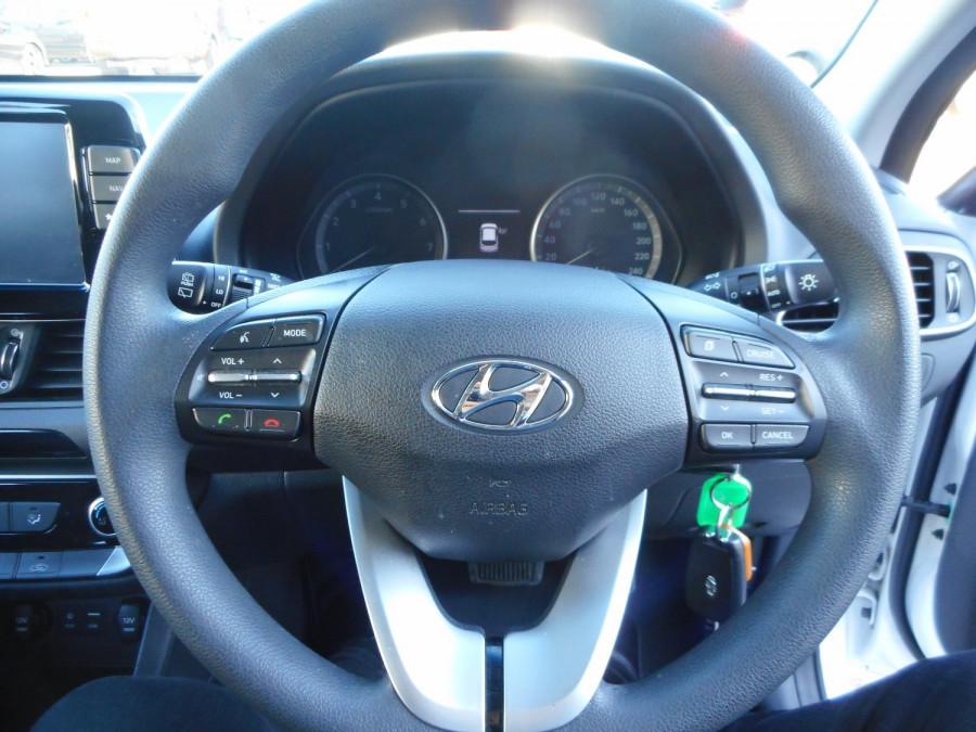 2017 MY18 Hyundai i30 PD Active Hatchback Image 17