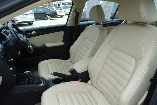 2011 Volkswagen Jetta 103TDI 7 of 24