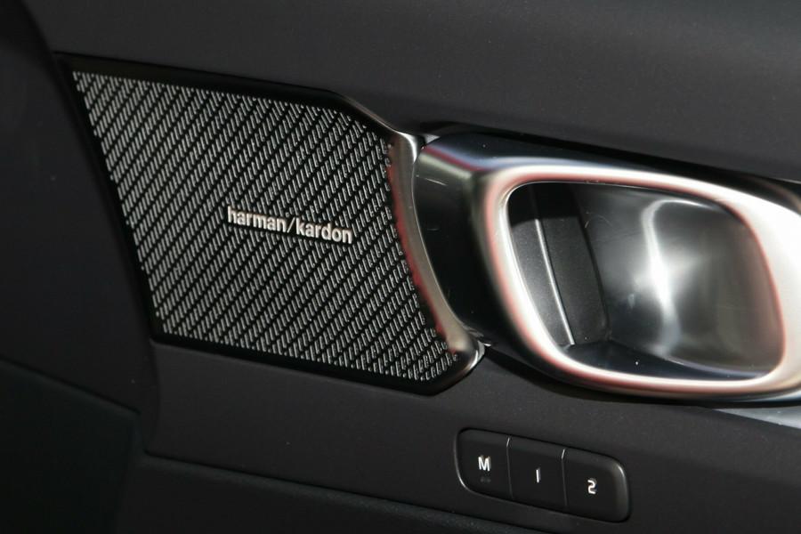 2019 Volvo XC40 T4 Momentum Suv Mobile Image 16