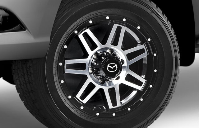 17-INCH GLOSS BLACK WITH SILVER FACE ALLOY WHEEL
