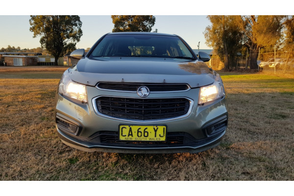 2015 MY16 Holden Cruze JH Series II Equipe Hatch Image 2