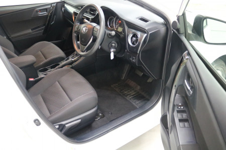 2016 Toyota Corolla ZRE182R ASCENT Hatchback Image 4