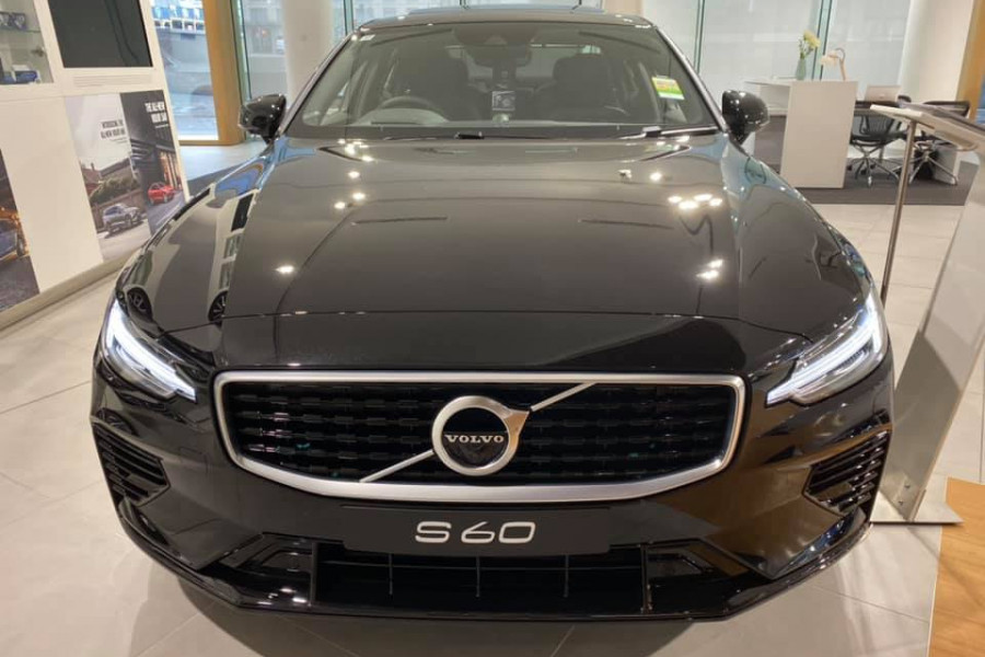 2020 Volvo S60 Z Series T8 R-Design Sedan Mobile Image 2