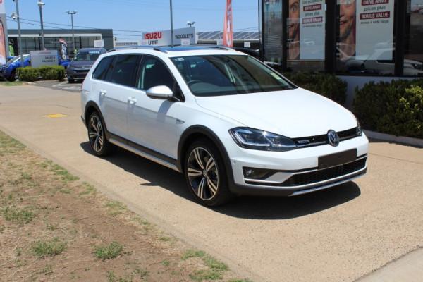 2019 MY0  Volkswagen Golf 7.5 Alltrack 132TSI Premium Wagon Image 3