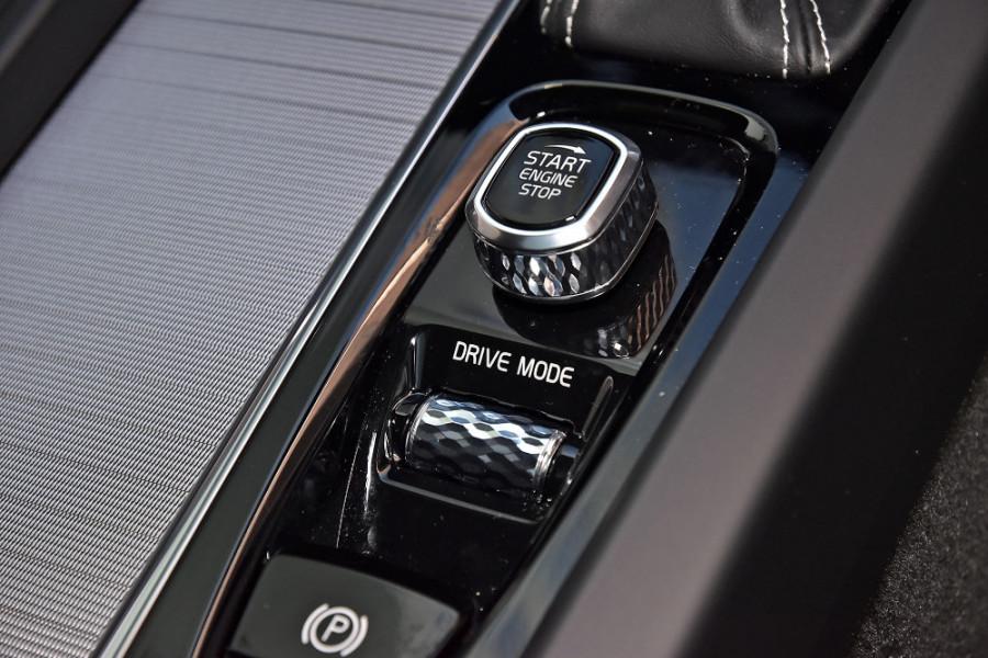 2020 Volvo V60 T5 R-Design T5 R-Design Wagon Mobile Image 18