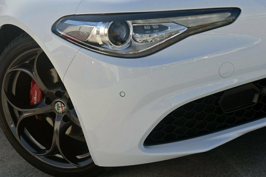 2017 Alfa Romeo Giulia Sedan Mobile Image 2