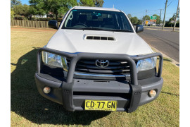 2015 MY14 Toyota HiLux KUN26R Turbo SR Cab chassis Image 2