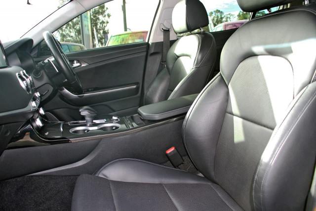 2017 Kia Stinger CK MY18 330Si Sedan Image 10