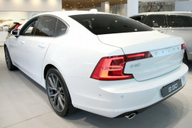 2017 Volvo S90 P Series T5 Momentum Sedan