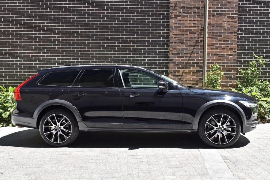 2019 Volvo V90 Cross Country D5 Wagon Mobile Image 4