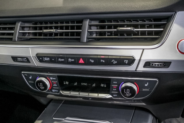 2017 Audi Sq7 4M MY17 TDI Suv Image 16