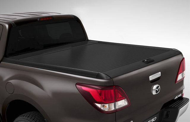 BLACK RETRACTABLE ROLLER TONNEAU COVER