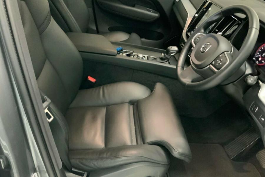2018 MY19 Volvo XC60 246 MY19 D4 Momentum (AWD) Suv Mobile Image 19